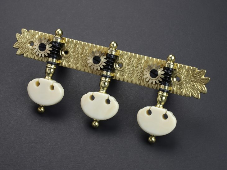 L684 123mm Brass Kidney Ivory